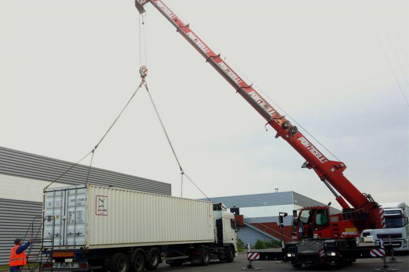 Départ du container de 40' (66m3) en Nouvelle-Calédonie. Il mettra 38 jours pour rejoindre Nouméa par fret maritime