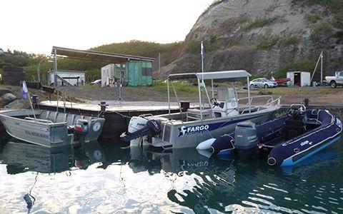 Face au bâtiment, la zone d'accostage et d'embarquement/débarquement des bateaux © Carole Bernard / MNHN
